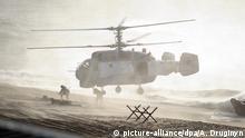 FILE - epa03885038 Troops jump out of a helicopter during Russian-Belarusian strategic military exercises Zapad-2013 (West-2013) at Khmelyovka test ground in Kaliningrad Region, Russia 26 September 2013. EPA/ALEXEY DRUGINYN / RIA NOVOSTI / KREMLIN POOL MANDATORY CREDIT (zu dpa Moskau: «Panzer werden schießen, Flugzeuge im Kampfmodus fliegen» am 26.02.2014) +++(c) dpa - Bildfunk+++ |