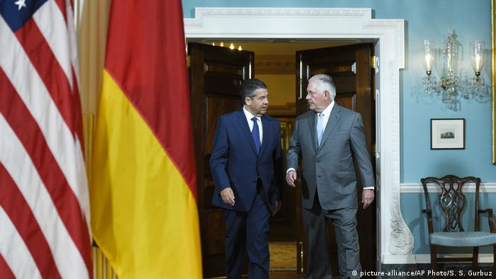 USA Besuch Bundesaußenminister Gabriel in Washington DC bei Rex Tillerson (picture-alliance/AP Photo/S. S. Gurbuz)