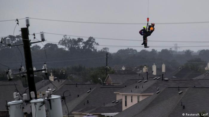 Trabalhos de resgate na região atingida pelo furacão continuam