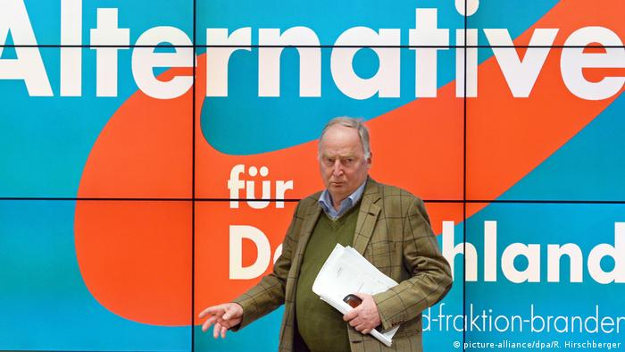 Alexander Gauland in front of the AfD logo