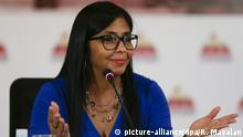 28.08.2017 Die Präsidentin der venezolanischen Verfassungsversammlung Delcy Rodriguez, spricht am 28.08.2017 in Caracas (Venezuela) bei einer Pressekonferenz. Rodriguez spricht über den Besuch des US-Vizepräsidenten Pence in Kolumbien, Argentinien, Chile und Panama, der laut der venezolanischen Regierung den Druck auf Venezuela erhöhen sollte. Foto: Ricardo Mazalan/AP/dpa +++(c) dpa - Bildfunk+++