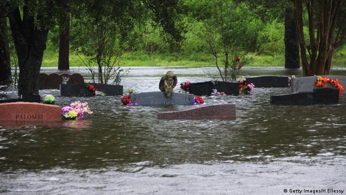 South Park Cemetery in Pearland flooded (Getty Images/H.Ellessy)