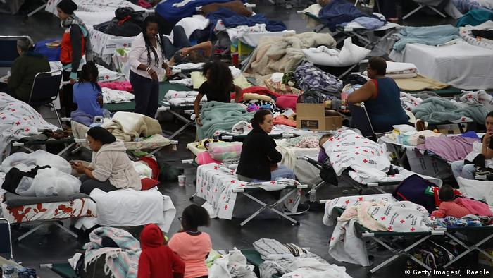 Evacuees in Houston shelter (Getty Images/J. Raedle)