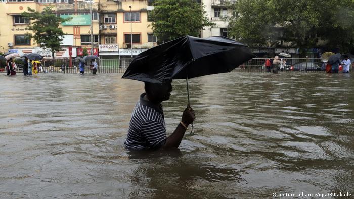 Heftiger Regen in Mumbai (picture-alliance/dpa/R.Kakade)