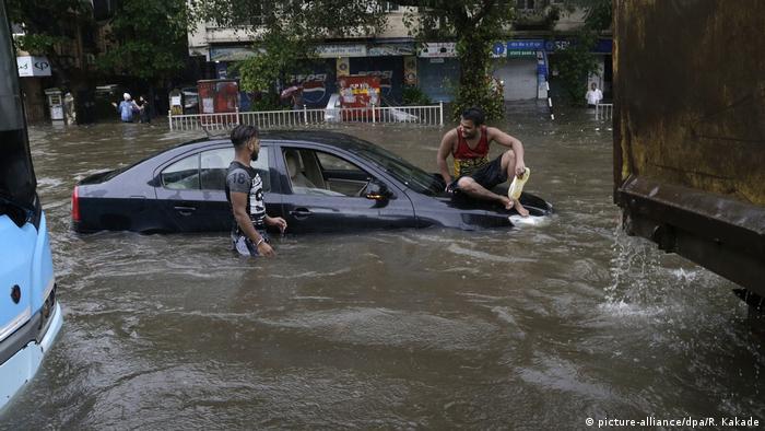 Heftiger Regen in Mumbai (picture-alliance/dpa/R. Kakade)
