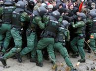 Επέμβαση της αστυνομίας σε διαδήλωση 14 Φεβρ. 2009 στη Δρέσδη.
