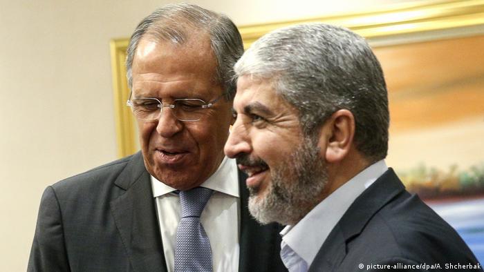 Serghei Lavrov şi liderul Hamas Khaled Mashal, Qatar 2015