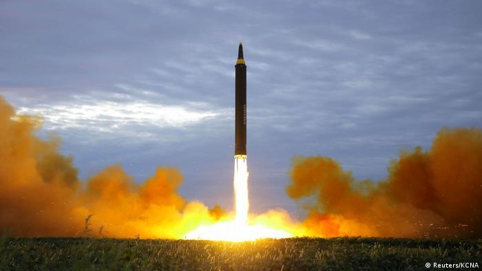 Ракетный запуск КНДР, фото рапространено 30 августа 2017 года