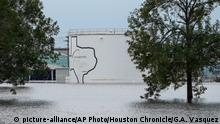 30.08.2017 +++ The Arkema Inc. chemical plant is flooded from Tropical Storm Harvey, Wednesday, Aug. 30, 2017, in Crosby, Texas. The plant, about 25 miles (40.23 kilometers) northeast of Houston, lost power and its backup generators amid Harvey's dayslong deluge, leaving it without refrigeration for chemicals that become volatile as the temperature rises. (Godofredo A. Vasquez/Houston Chronicle via AP) |