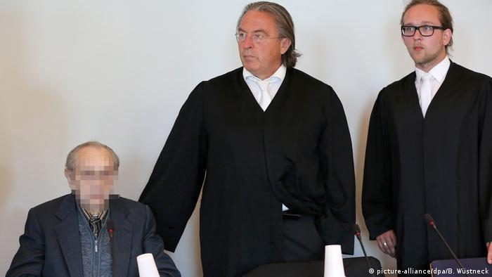 Hubert Z. and his lawyers (picture-alliance/dpa/B. Wüstneck)