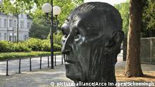 Konrad-Adenauer-Denkmal, Adenauerallee, Bonn, Nordrhein-Westfalen, Deutschland / Bueste, Büste | Verwendung weltweit