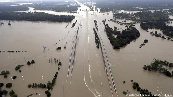 Шторм Харві - погода в США - Траса 69 стала підводною