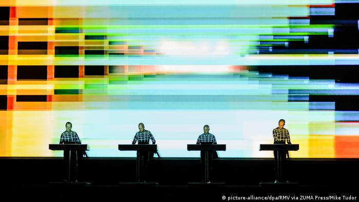 Musik-Band Kraftwerk live (picture-alliance/dpa/RMV via ZUMA Press/Mike Tudor)