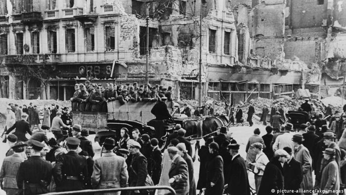 Polen Warschau unter dt.Besatzung/Strassenszene 1939 (picture-alliance/akg-images)