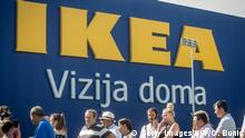 10.08.2017 Customers wait in front of an Ikea AB store before the opening of the company's store in Belgrade, Serbia on August 10, 2017. / AFP PHOTO / OLIVER BUNIC (Photo credit should read OLIVER BUNIC/AFP/Getty Images)
