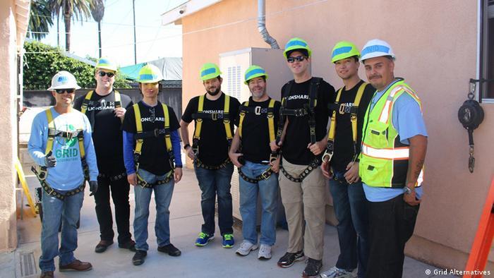 Davidova nova banda: ekipa koja postavlja solarne panele