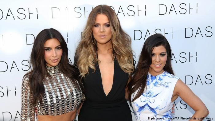 Kim Kardashian-West, Khloe Kardashian and Kourtney Kardashian (picture-alliance/AP Photo/Invision/O. Vega)