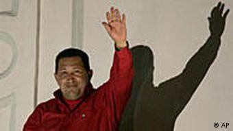 Chavez auf dem Balkon des Präsidentenpalastes in Caracas
