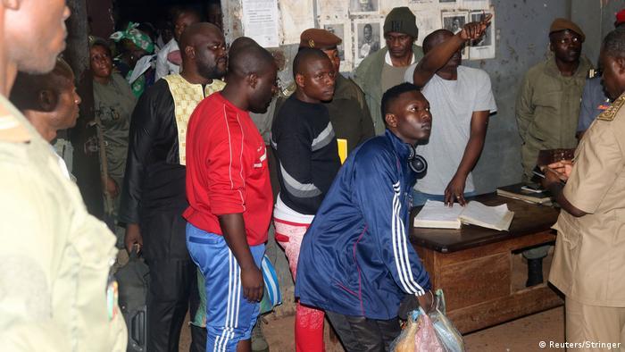 Apoiantes aguardam na prisão de Yaoundé a libertação dos ativistas anglófonos (01.09)