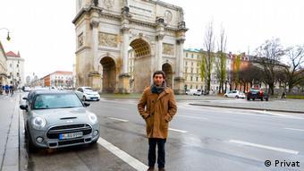 Óscar Pacheco recorrió Alemania y Europa durante su estadía de un año. Aquí, en München, delante del Siegestor.