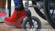 Symbolbild Beinprothese und High Heels