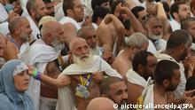 dpatopbilder - In weiße Pilgergewänder gekleideten Gläubigen nehmen am 01.09.2017 in Mekka (Saudi-Arabien) an der «Steinigung des Teufels» teil, die Teil der Hadsch ist. Die Pilgerfahrt nach Mekka gehört zu den fünf Grundpflichten des Islam. Jeder fromme Muslim, der gesund ist und es sich leisten kann, sollte einmal im Leben nach Mekka pilgern. Heute, an dem dritten Tag der Wallfahrt, feiern die Muslime weltweit das Opferfest. Foto: SPA/dpa +++(c) dpa - Bildfunk+++  