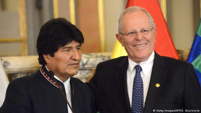 Peru Lima - Evo Morales und Pedro Pablo Kuczynski (Getty Images/AFP/C. Bouroncle)