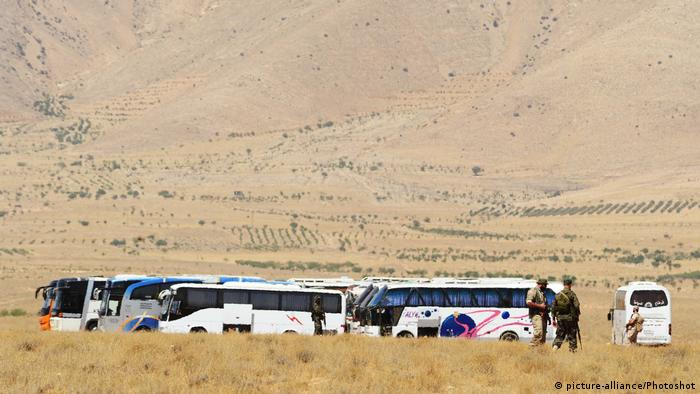 islamic state convoy stranded in syrian desert splits in two news