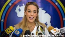 ARCHIV- Lilian Tintori, die Ehefrau des inhaftierten venezuelanischen Oppositionspolitikers Leopoldo Lopez, gibt am 09.08.2016 in Caracas, Venezuela, eine Pressekonferenz. (zu dpa Frau von venezolanischem Oppositionsführer an Ausreise gehindert vom 02.09.2017) Foto: Miguel Gutierrez/EFE/dpa +++(c) dpa - Bildfunk+++ |