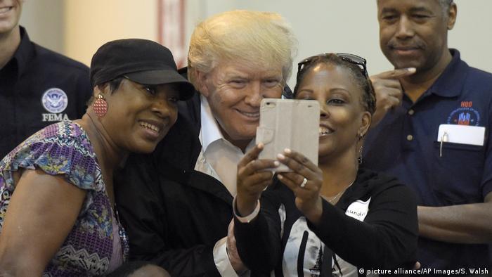 USA Präsident Trump besucht erneut Überschwemmungsgebiete (picture alliance/AP Images/S. Walsh)