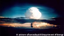FILE- HANDOUT- This US Department of Energy file photo shows the cloud from XX-58 IVY MIKE, an experimental thermonuclear device or H-bomb, that was fired on Elugelab Island in the Enewetak atoll 01 November 1952. The Mike device used liquid deuterium as the fusion fuel and created a fireball 3 miles wide. The 'mushroom' cloud rose to 57,000 ft in 90 seconds, and topped out in 5 minutes at 135,000 ft - the top of the stratosphere- with a stem eight miles across. The detonation of Mike completely obliterated Elugelab, leaving an underwater crater a 6240 feet wide and 164 ft deep in the atoll where an island had once been. 01 November 2012 marks the 60th anniversary of the first detonation of the H-bomb. Photo: US Department of Energy - Editorial use only no resale (Zu Atombombe - Wasserstoffbombe - Neutronenbombe vom 06.01.2016) +++(c) dpa - Bildfunk+++ | Verwendung weltweit