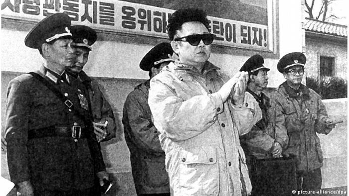 Ким Чен Ир инспектирует части Корейской народной армии