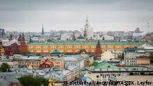 MOSCOW, RUSSIA - MAY 12, 2017: A view of the roofs of buildings in Bolshaya Nikitskaya Street and the Moscow Kremlin. Konstantin Leyfer/TASS Foto: Konstantin Leyfer/TASS/dpa  