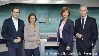 SAT1'dan Claus Strunz, ARD'den Sandra Maischberger, ZDF'ten Maybrit Illner ve RTL'den Peter Kloeppel, Merkel ve Schulz'a sorularını yöneltiyor