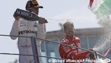 Italien Formel 1 Siegerehrung | Hamilton und Vettel (picture alliance/AP Photo/L. Bruno)
