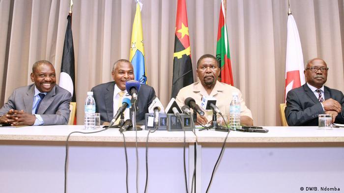 Angola Pressekonferenz der Opposition | Benedito Daniel (APN), Abel Chivukuvuku (CASA-CE), Isaías Samakuva (UNITA) und Lucas Ngonda (FNLA)