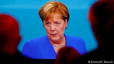 Journalists watch a TV debate between German Chancellor Angela Merkel and SPD candidate Martin Schulz (Reuters/F. Bensch)