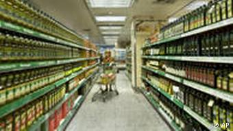 A woman pushing her shopping cart down the aisle of a Madrid supermarket
