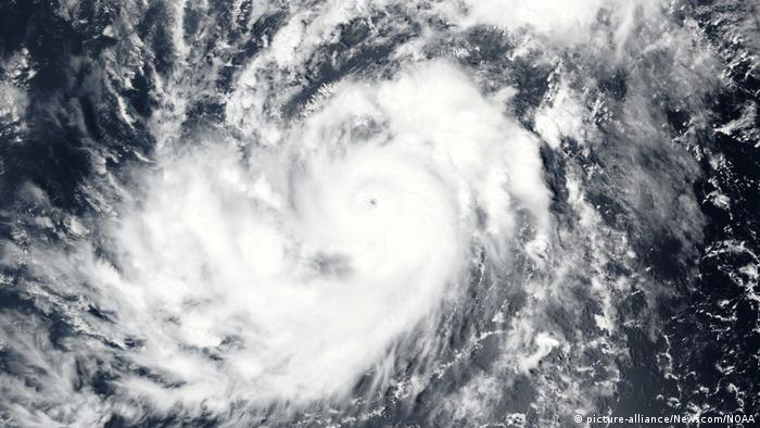 Hurrikan Irma über dem Atlantik (picture-alliance/Newscom/NOAA)