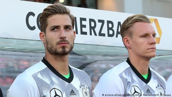 Kevin Trapp und Bernd Leno vor der Bank (picture-alliance/augenklick/firo Sportphoto/S. El-Saqqa)