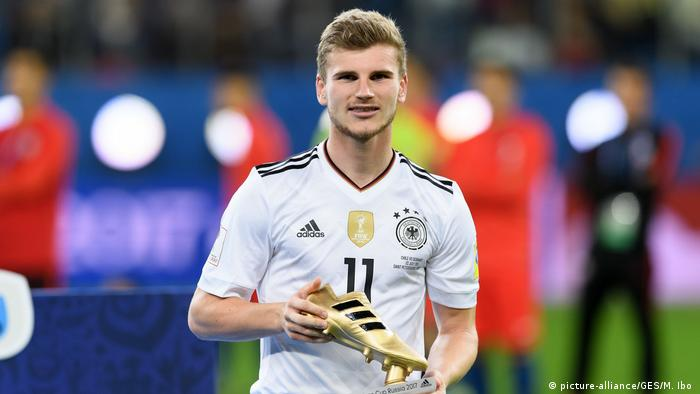 Timo Werner mit goldenem Schuh (picture-alliance/GES/M. Ibo )