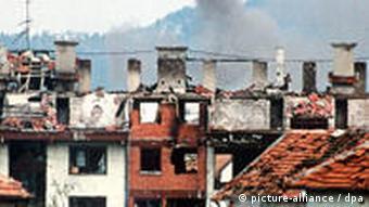 Napad na Sarajevo 22.7.1992. - iz porušenih kuća diže se dim