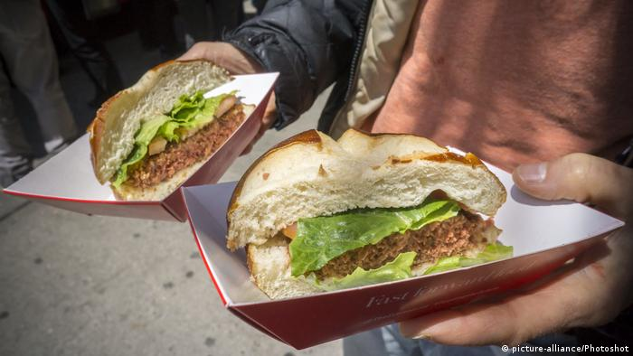 USA - Pflanzenbasierter Hamburger in New York (picture-alliance/Photoshot)