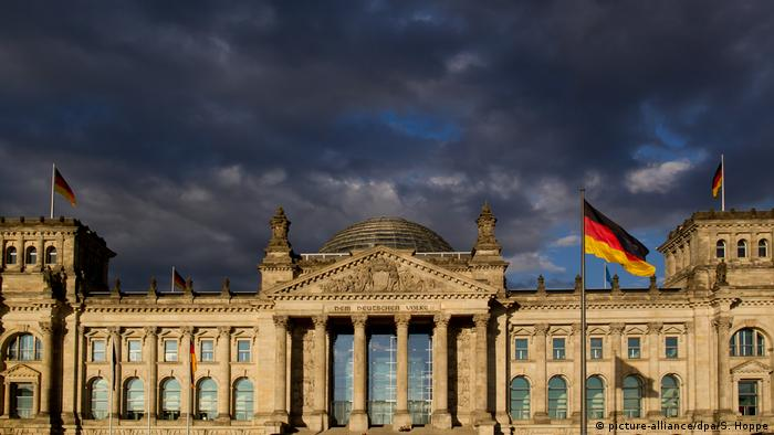 Reichstag building in Berlin (picture-alliance/dpa/S. Hoppe)