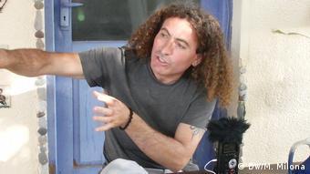 Ο καλλιτέχνης Εργκέντς Κορκμαζέλ