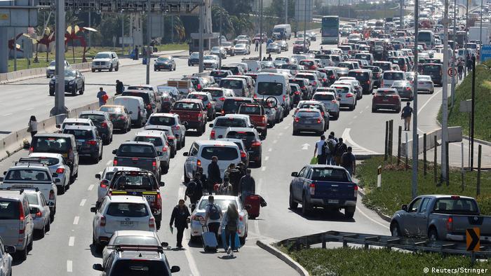 Chile Taxifahrer blockieren Flughafen in Santiago de Chile (Reuters/Stringer)