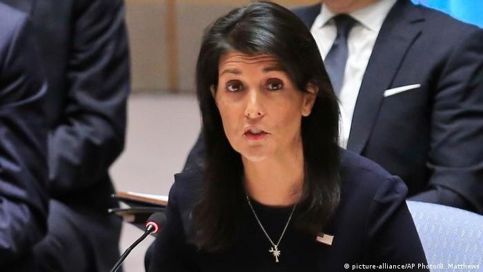USA UN-Sicherheitsrat in New York - US-Botschafterin Nikki Haley (picture-alliance/AP Photo/B. Matthews)
