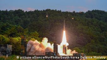 Südkorea Raketentest (picture-alliance/NurPhoto/South Korea Defense Ministry)
