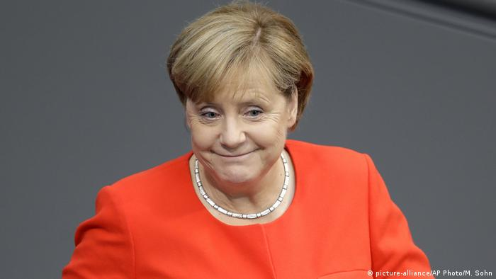 Berlin Bundestagssitzung Kanzlerin Merkel (picture-alliance/AP Photo/M. Sohn)