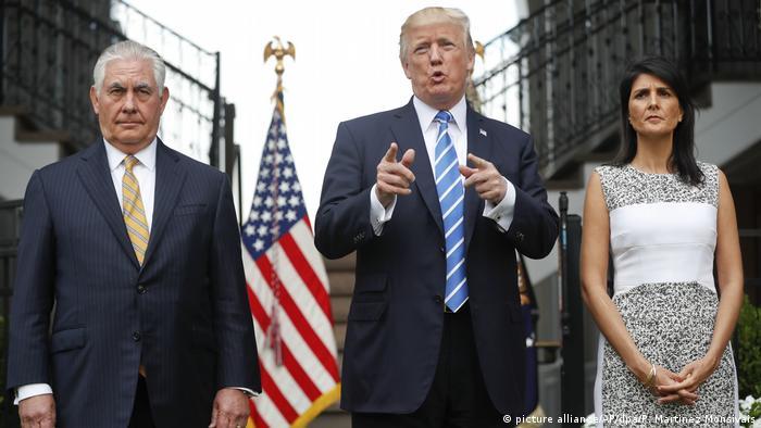 Доналд Тръмп и посланичката на САЩ в ООН Ники Хейли говорят за съкращаване на вноските